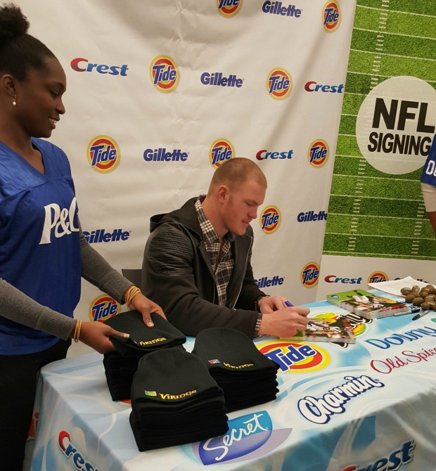 Kyle Rudolph Signing (1)
