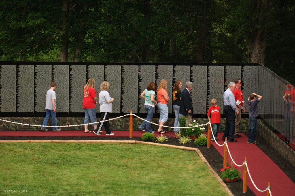Vietnam Veterans Memorial Traveling Wall That Heals