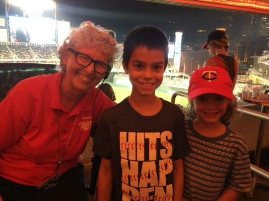 kids with Minnesota Twins organist