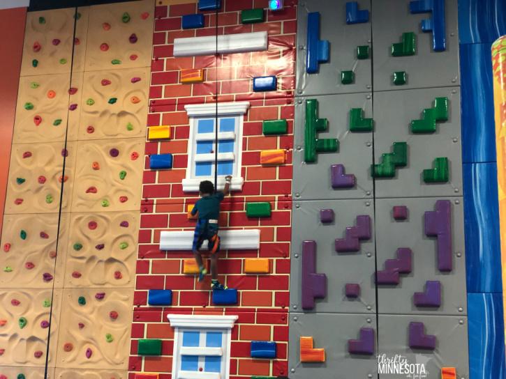 Urban Air Trampoline Park Climbing Wall