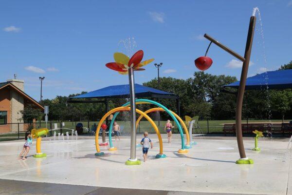 Kids Playing at Oak Hill Park Splash Pad in St. Louis Park Minnesota