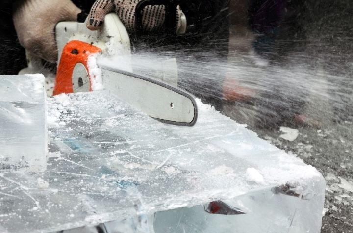 ice sculpture with chainsaw